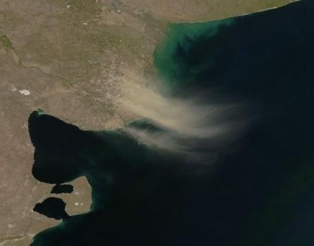 Vuelan Campos Y La Polvareda Llega Hasta Las Malvinas